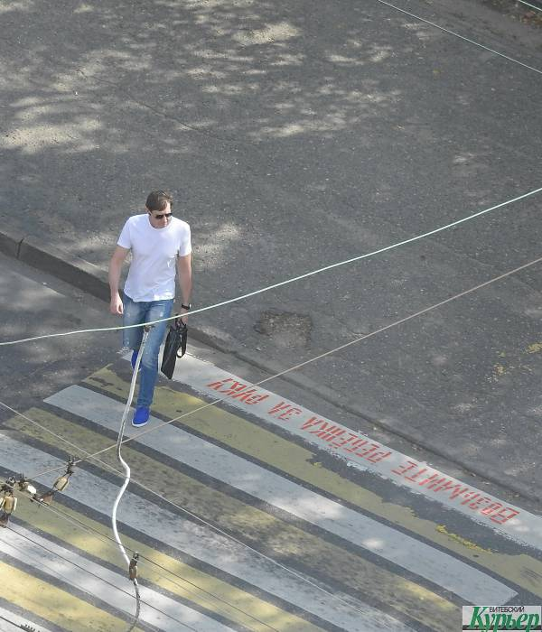 В Витебске на нерегулируемых пешеходных переходах наносят предупреждающие надписи