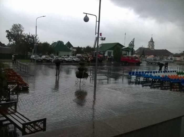 «Дожинки» в Верхнедвинске не задались. Сейчас в городе проливной дождь и сильный ветер