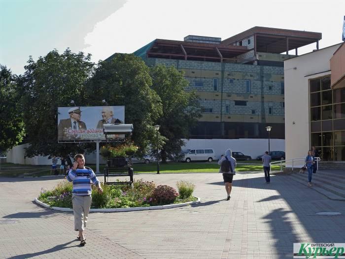 В Витебске многофункциональный 6-этажный комплекс Metro Park строят уже 10 лет
