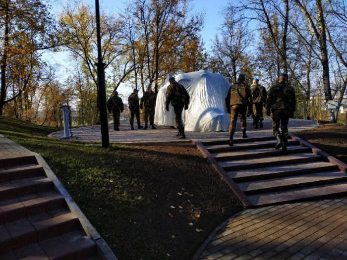 Что происходит прямо сейчас в центре Витебска. Почему на улице Калинина толпа людей и перекрыто движение