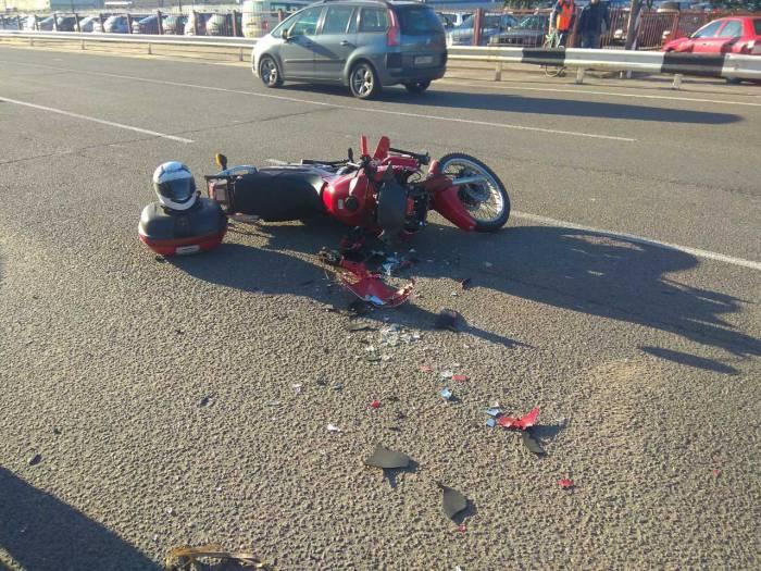 В Новополоцке Опель не уступил дорогу мотоциклисту. Произошло ДТП