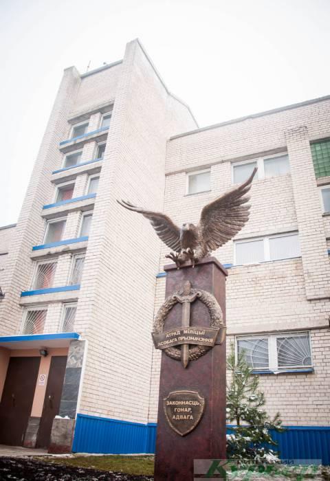 В Витебске поставили памятный знак ОМОНу. В этом году подразделение отмечает 30 лет со дня основания
