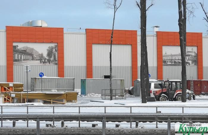 Новый гипрермаркет «Гиппо» украшают огромными баннерами с фотографиями старого Витебска