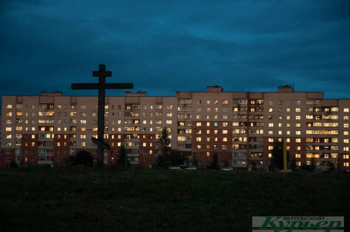 Почему на поле у клиники ВГМУ установлен высокий крест?