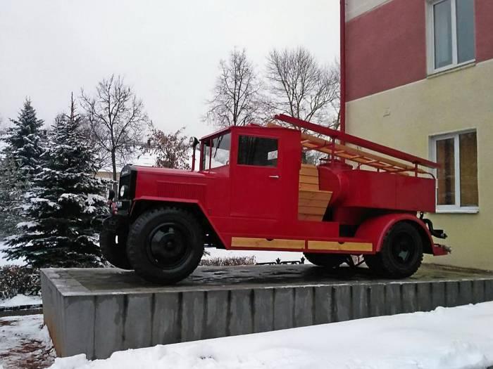 В Витебске возле МЧС появился раритетный автомобиль
