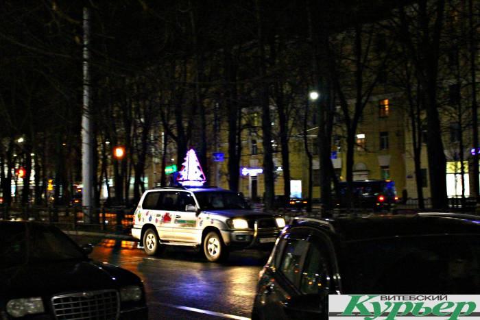 По улицам Витебска разъезжала машина Деда Мороза