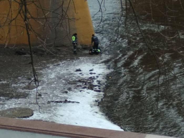 В Витебске 37-летний мужчина прыгнул с моста в Западную Двину