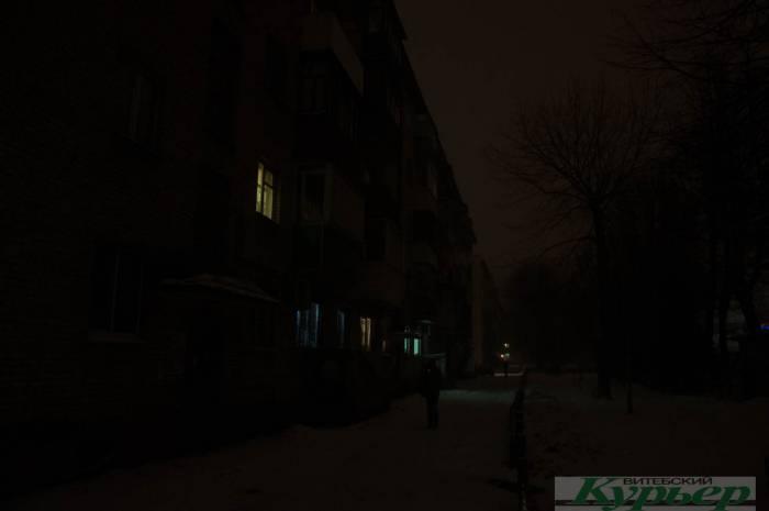 Как выглядит «царство тьмы» на улице Космонавтов в Витебске. «Страшно уезжать и оставлять маму в таких условиях»
