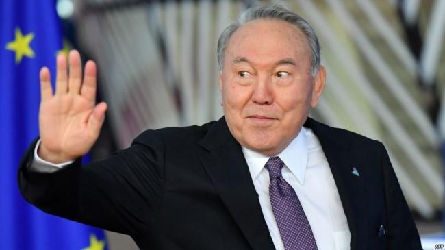 Что говорят про неожиданный уход Назарбаева. «Косметика потерялась, лизун потерялся, Назарбаев поменялся. Что ж это происходит?!»
