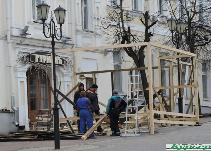 На улице Суворова в Витебске снова собирают веранду