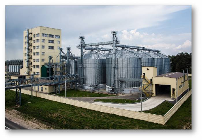В Сураже на ОАО «Витебская бройлерная птицефабрика» горел металлический силос для зерна
