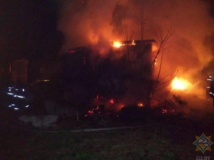 В Витебске на улице Ленинградской полностью сгорело здание, принадлежащее ИП. Версия пожара — поджог