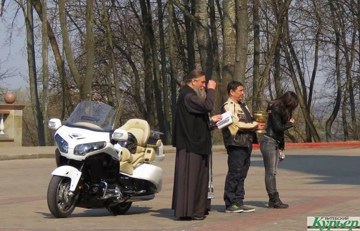 Как в Успенском соборе Витебска освятили крутой мотоцикл