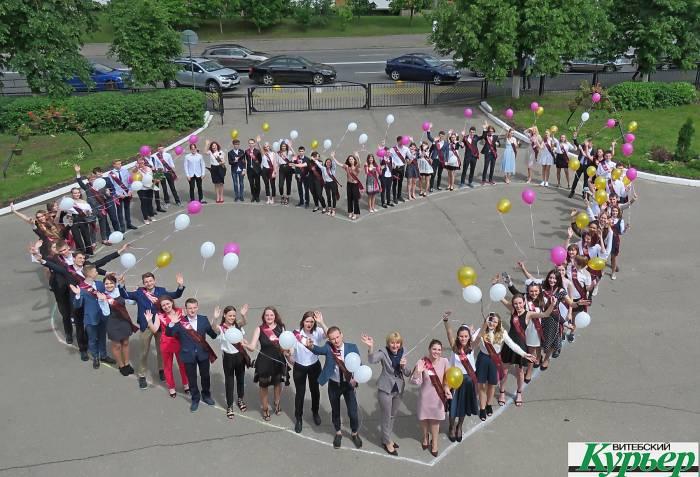 Для выпускников Витебска прозвенел последний звонок (видео)