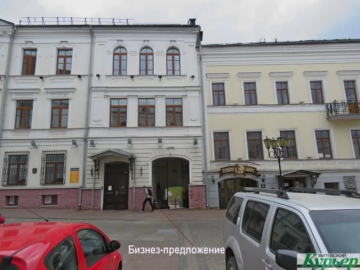 В Витебске «деньги в долг» предлагает даже мусорка возле банка