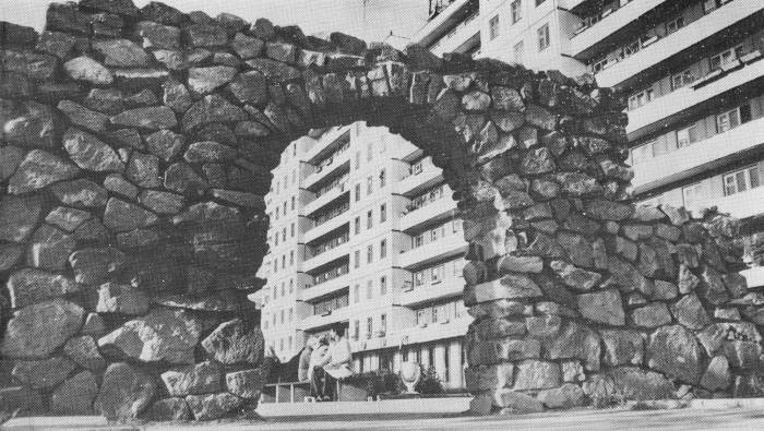 Культовое место Витебска. Декоративная арка на площади Победы