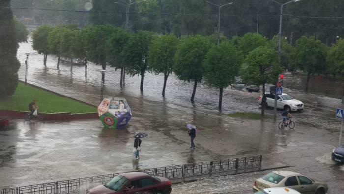 Новополоцк затопило после дождя, городская площадь превратилась в настоящее море (видео)