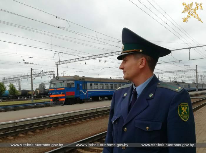 Более 14,5 тысяч лиц оформлено витебскими таможенниками с начала года в пункте пропуска Бигосово на железнодорожной станции Полоцк