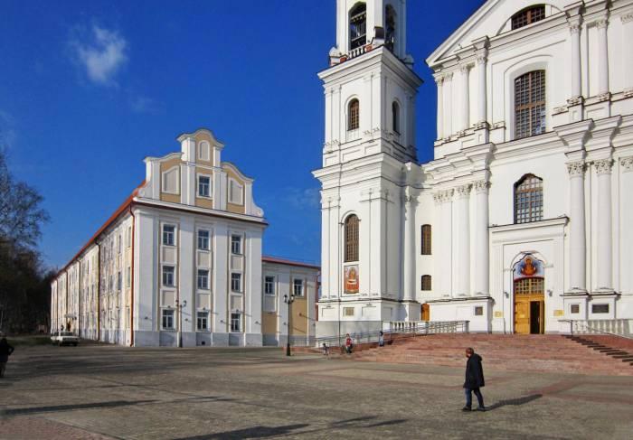 Где в Витебске самое старое здание, внутри которого продолжают разрушаться фрески 18 века