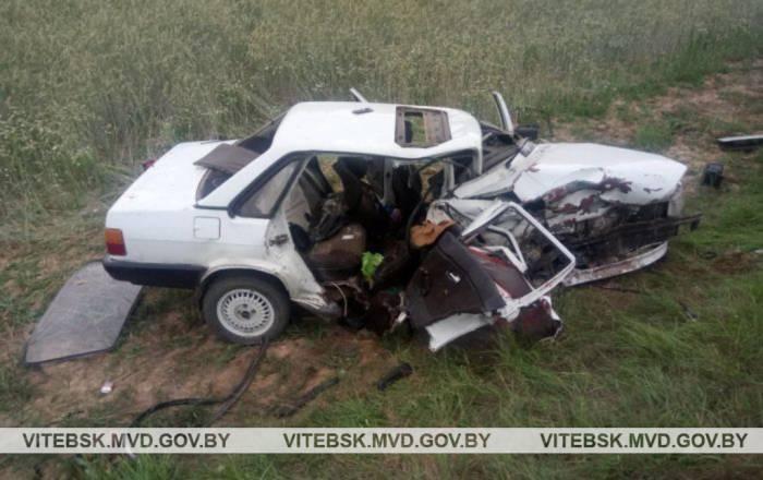 В Полоцком районе две легковушки столкнулось лоб в лоб, погибло 4 человека