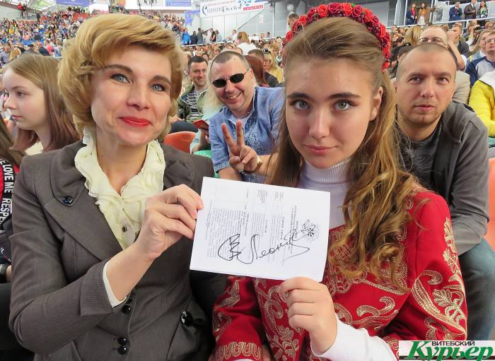 На концерт Валерия Леонтьева на «Славянский базар» мама с дочкой приехали из Минска и ждали несколько часов, чтобы получить автограф кумира