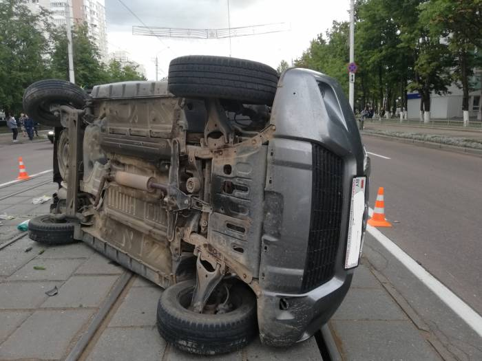 В Витебске на проспекте Черняховского столкнулись два Ниссана. К счастью, пострадавших нет