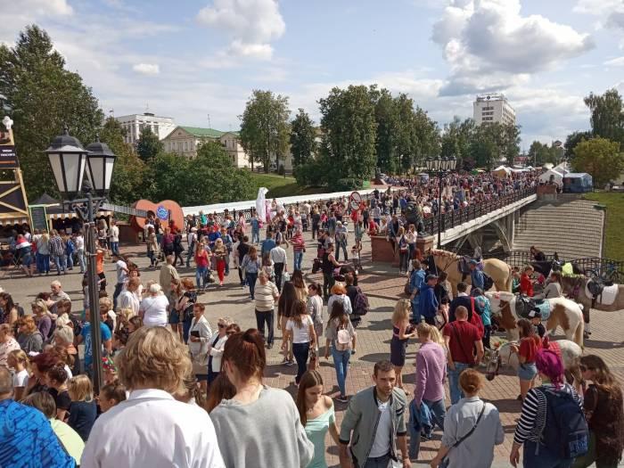 Прощание «Славянки». Прогулялись по улице Толстого и Суворова