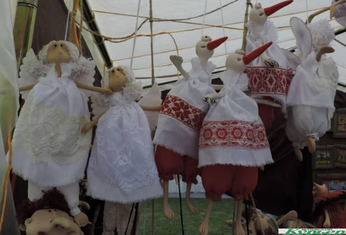 Мастера на «Задзвінскім кірмашы» жалуются на непогоду, бежевые палатки и надеются на покупателей-иностранцев