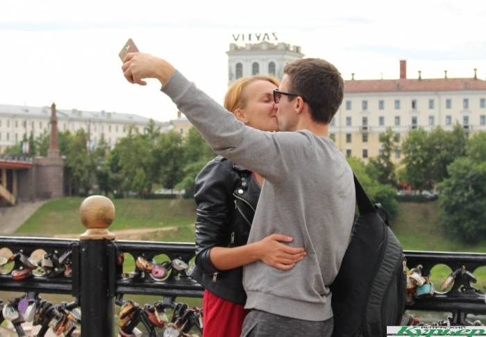 #поцелуйнаветру: в Витебске на «Славянском базаре» проходит самое романтичное событие