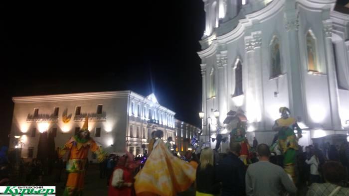 Как в полночь возле ратушной площади зажигали. Карнавал, зажигательные ритмы и прекрасное настроение!
