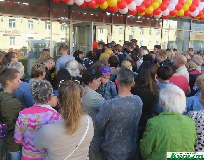Новый секонд-хенд в Витебске на улице Ленина сотни человек брали штурмом