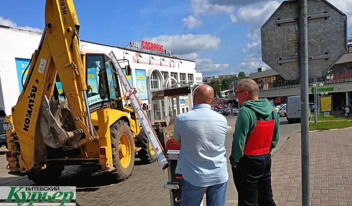 Тракторист сломал шлагбаум в Витебске возле ТЦ «Марко-Сити». Влетел на полном ходу
