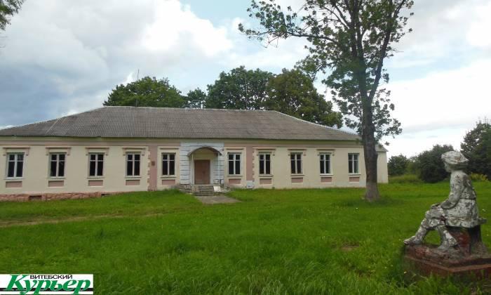 Забытая усадьба со старинным парком и маленьким Ленином в Бешенковичском районе