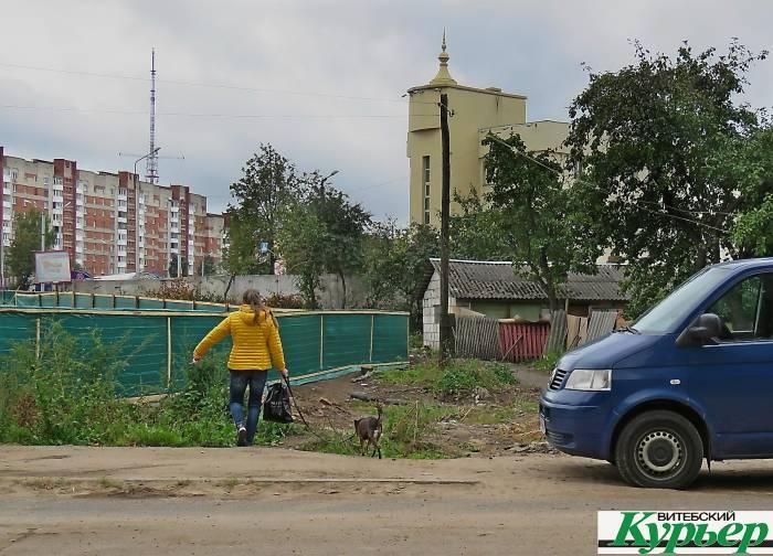 На улице Мичурина в Витебске поставили забор, а о жителях не позаботились