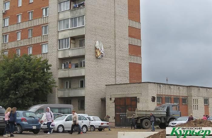 Возле Полоцкого путепровода в Витебске «забыли» про рекламные билборды и баннеры