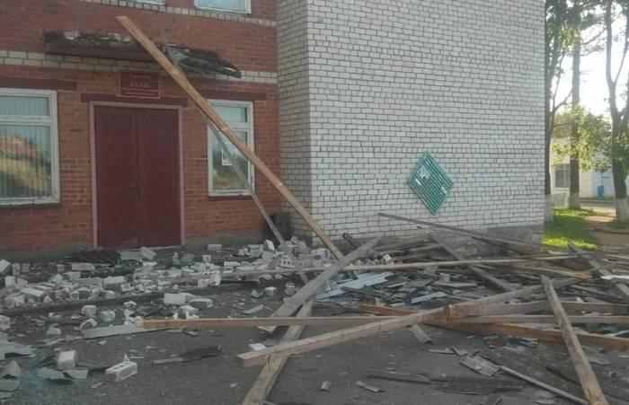 В Шарковщинском районе в субботу был такой сильный ветер, что разрушено здание
