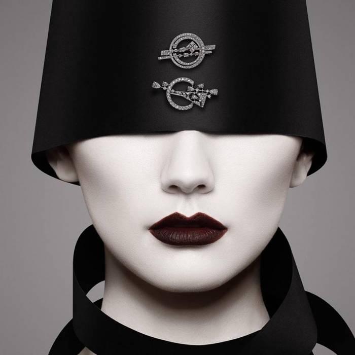 Работы Марка Шагала и Эль Лисицкого перенесли в ювелирные украшения