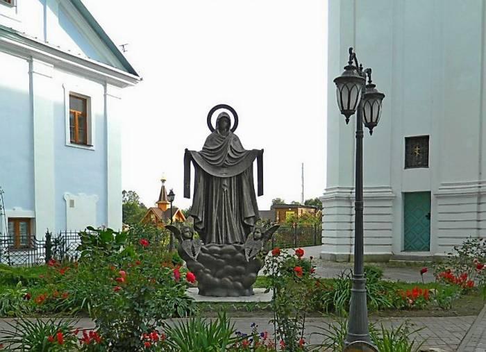 Женскому монастырю в Толочине подарили два памятника