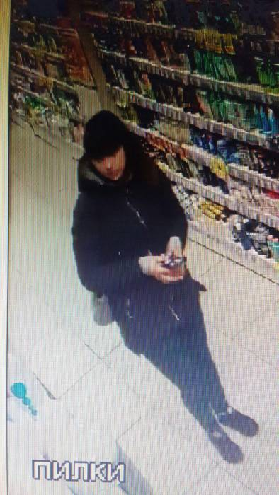 В Витебске разыскивают девушку, которая подозревается в краже косметики в магазине «Мила» на улице Ленина