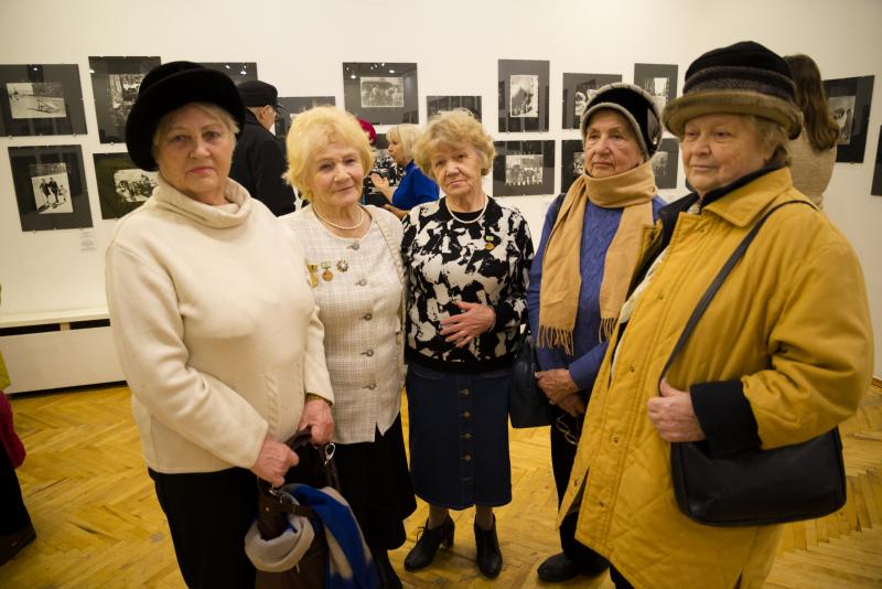 «Блокада Ленинграда в фотографиях». В Витебске открылась уникальная выставка, которую привез уникальный куратор