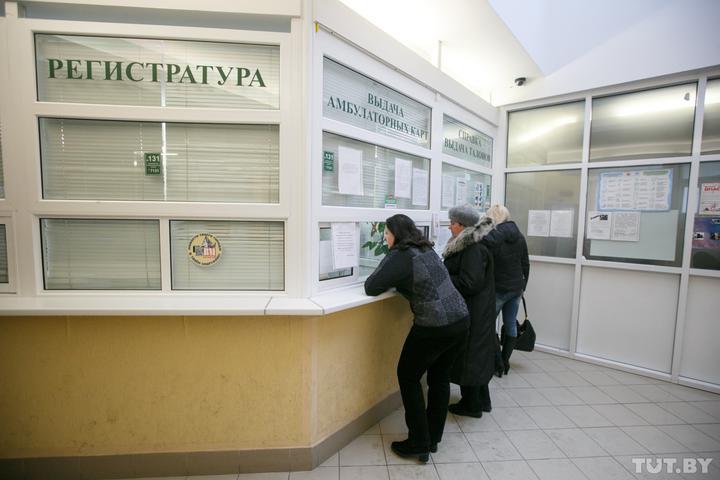 Украли 4000 долларов у пациентов работницы регистратуры поликлиники