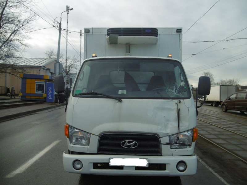 Фургон сбил пешехода на Зеленогурской. Мужчина в реанимации