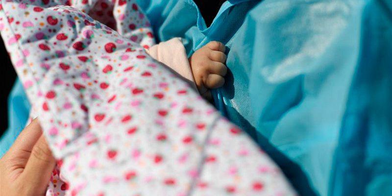 новорожденная младенец
