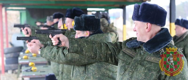 Всех губернаторов Беларуси призвали в армию. На полигоне ВДВ под Витебском прошли необычные военные учения