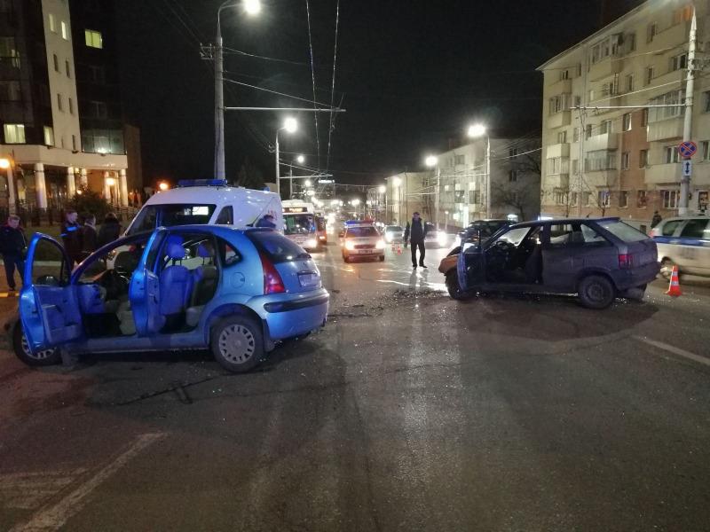 Две легковушки столкнулись вечером в Витебске