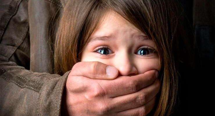 Педофил отец девочка насилие