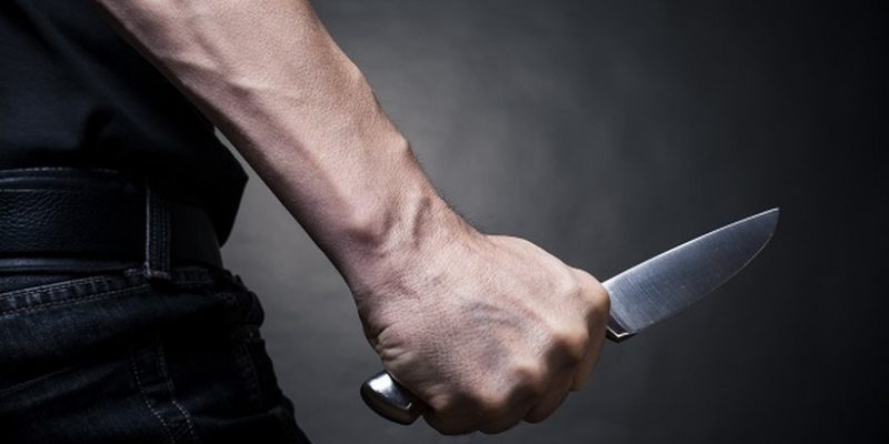 нож в сердце мужчина