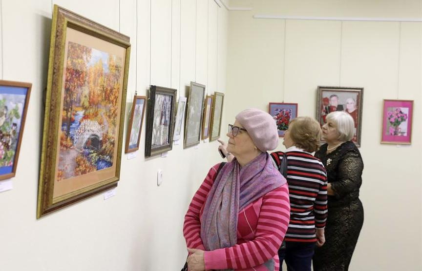 Фотофакт: Выставка картин из бисера Натальи Золотовой открылась в Витебске