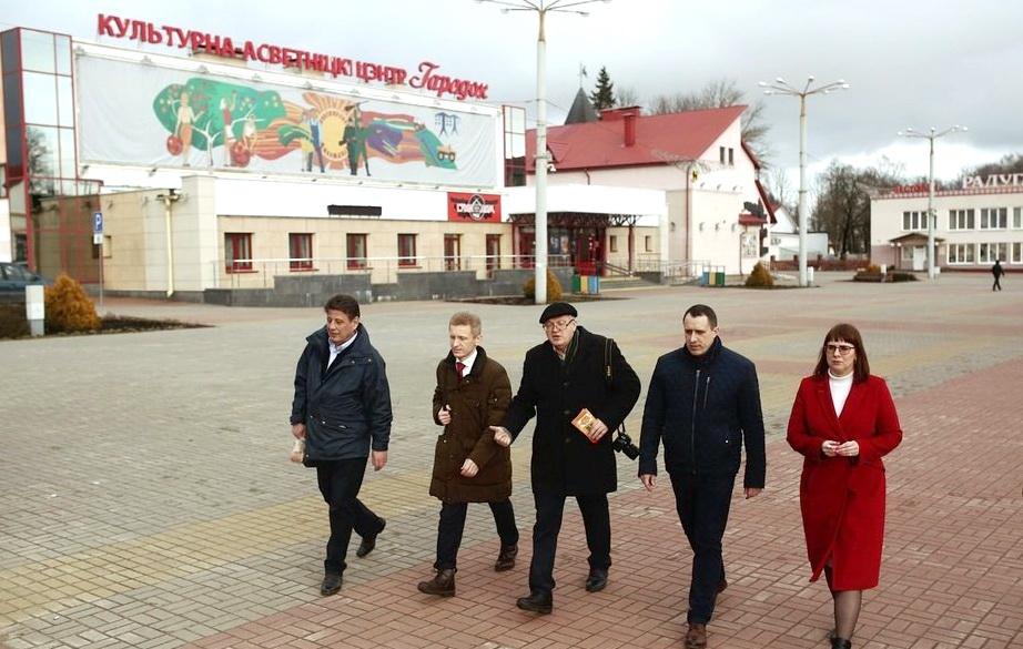 Жители Городка приняли участие в первом голосовании по «единому кандидату» от оппозиции — фото
