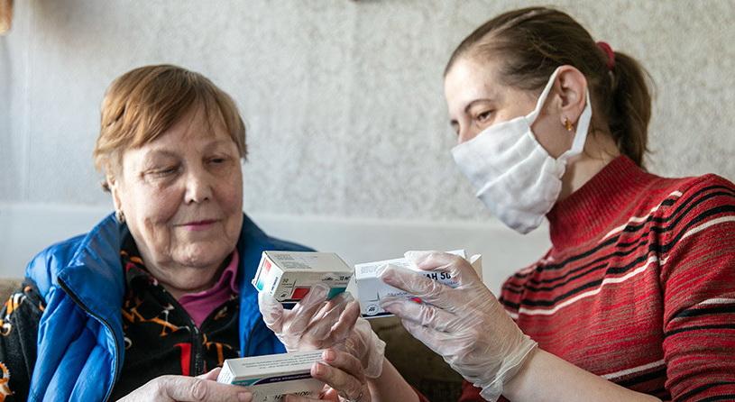 Соцработники в Витебске начали доставлять пожилым людям продукты на дом